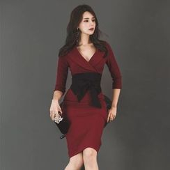 Elmiko - V领七分袖塑身连衣裙