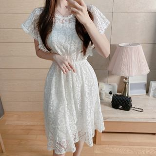 Leoom - Lace Short-Sleeve Midi A-Line Dress