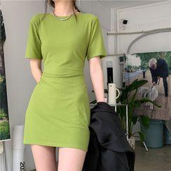 Attune(アチューン) - Short-Sleeve Slim-Fit Dress