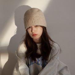 Nikifa - Lettering Knit Cloche Hat