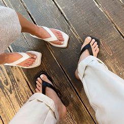 LIPHOP - Thong Wedge Flip-Flops