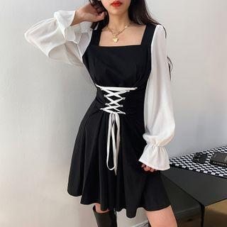 Nigella - 撞色綁帶收腰荷葉袖方領A字連衣裙