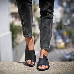 Cinnabelle - 平跟凉鞋