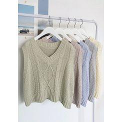 chuu - V-Neck Cable-Knit Vest