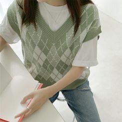 Seoul Fashion - V-Neck Argyle Patterned Knit Vest