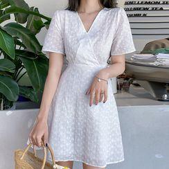Sadelle(サデッレ) - V-Neck Short-Sleeve Mini A-Line Dress
