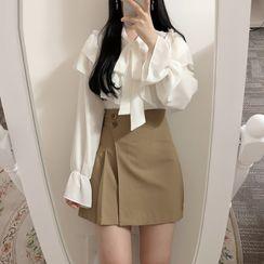 Yunhouse - 长袖荷叶衬衫 / 迷你A字裙