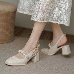 Biztekka - Block Heel Shirred Strap Sandals