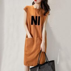 Carmenta - Cap-Sleeve Lettering Midi T-Shirt Dress