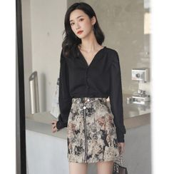 Akino - Long-Sleeve V-Neck Blouse / Mini Printed A-Line Skirt
