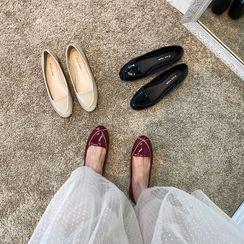 MIKOGI - 漆皮拼接平跟鞋