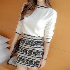 inim - Set: Contrast Trim Knit Top + Patterned Mini Knit Skirt