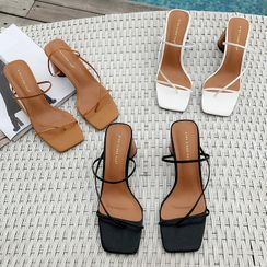KICKOFF - Block Heel Thong Sandals