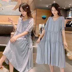 Clover Dream - Maternity Short-Sleeve V-Neck Midi Shift Dress
