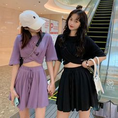 Whoosh(ウーシュ) - Set: Elbow-Sleeve Crinkled T-Shirt + Mini A-Line Skirt