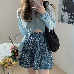 Tonni's - Thin Long-Sleeve T-Shirt / Floral Skirt