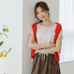 JUSTONE(ジャストワン) - Cap-Sleeve Cherry-Patterned Blouse