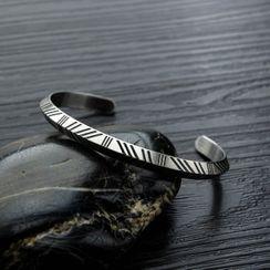 Tenri - Engraved Open Bangle