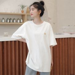 Charbon - Elbow-Sleeve Floral Embroidery T-Shirt