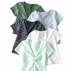 Indesi - Short-Sleeve Floral Print V-Neck Cropped Top