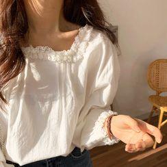 Coris - Long-Sleeve Lace Trim Blouse