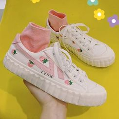SouthBay Shoes(サウスベイシューズ) - Strawberry Print Lace-Up Sneakers