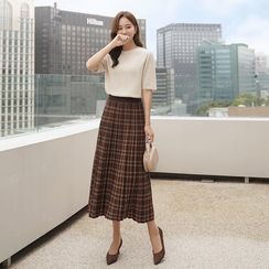 CLICK - Plaid Pleated Long Knit Skirt