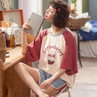 Jeony - Printed Pajama Set: Short-Sleeve Top and Shorts