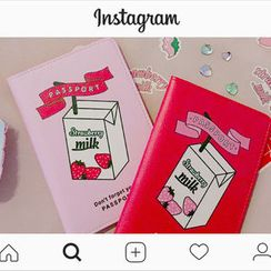 chuu - 'Strawberry Milk' Passport Case