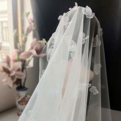 First Impression - Floral Mesh Wedding Veil