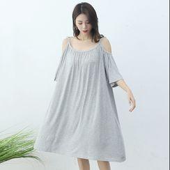 LaRos - Maternity  Cold-Shoulder Midi Pajama Dress