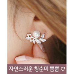 Miss21 Korea - Faux-Pearl Leaf-Motif Earrings