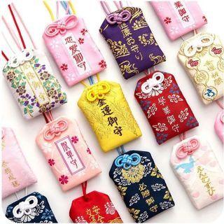 Llavero con amuleto japonés