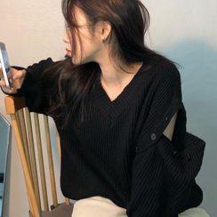 Guajillo - Long-Sleeve V-Neck Plain Knit Top