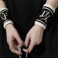 Blackcola - 两件套装: 双色中文字护腕