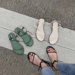 COCUNA - Strappy Toe Loop Sandals