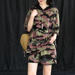 Mumame - 套装: 七分袖迷彩印花连帽T裇 + 短裤