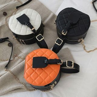 Velocia(ヴェロシア) - Quilted Round Chain Crossbody Bag