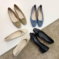 MIKOGI - 圆饰低跟鞋