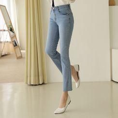 CLICK - Hidden Band-Waist Straight-Cut Jeans