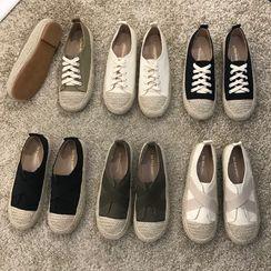Queenie's Home - Canvas Sneakers / Slip Ons