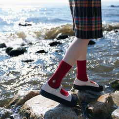 Kutsushita - 刺繡純色襪子(多款設計)