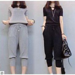 Frigga - Set: Short-Sleeve T-Shirt + Cropped Pants
