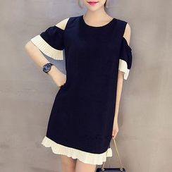 Fashion Street - Pleated Trim Short-Sleeve Shift  Dress